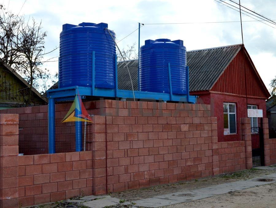 Пластиковые емкости для воды - фото